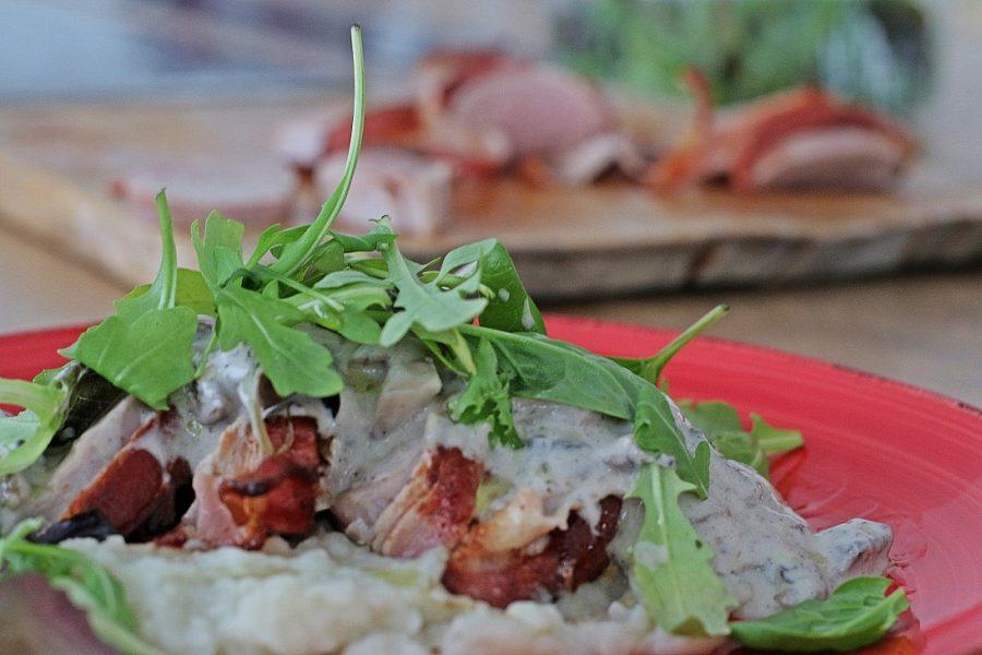 Baconos sertésszűz csicsókapürével, gombával